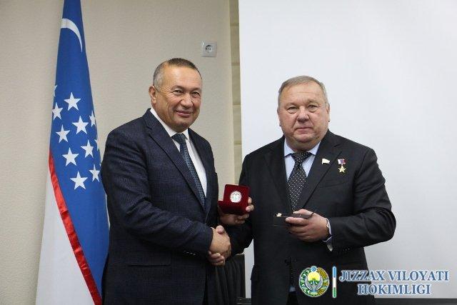 Владимир Шаманов бошчилигидаги делегация Жиззах вилоятида бўлди