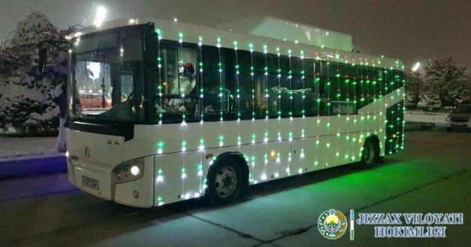 Жиззах шаҳрида янги йил байрами арафасида креатив безатилган автобуслар аҳолига хизмат кўрсатади