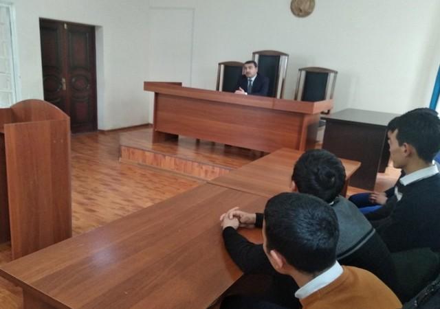 Жиззах юридик коллежи талабалари суд мажлиси жараёнлари билан таништирилди