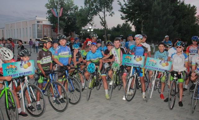 Жиззахда велоспорт-шоссе бўйича Ўзбекистон чемпионатига старт берилди