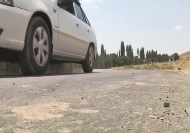 Видеорепортаж: Бахмал туманидаги чекка қишлоқ йўллари обод бўлмоқда
