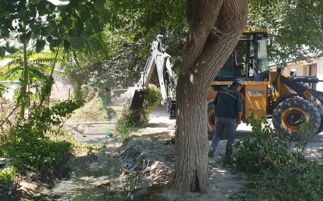 Фотовидеорепортаж: Жиззах шаҳри ҳудудидан оқиб ўтган каналлар тозаланмоқда