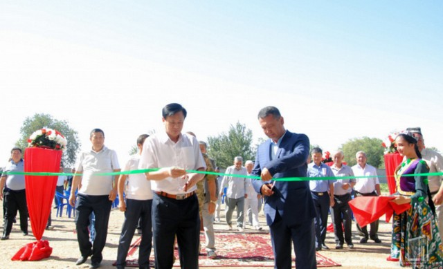 В Арнасае начало работу иностранное предприятие по производству корма для рыб