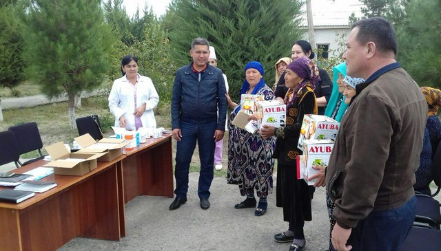 Ш.Рашидов туманида теримчиларга совғалар тарқатилди