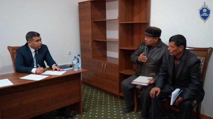 Начальник Следственного управления при УВД Джизакской области решил проблемы жителей Пахтакорского района