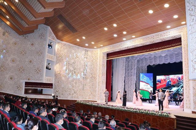 Жиззахда Ўзбек тилига давлат тили мақоми берилган кун нишонланди (фото)