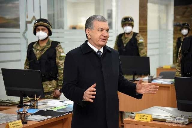 Президент Ватан ҳимоячилари куни арафасида ҳарбий қисмни бориб кўрди