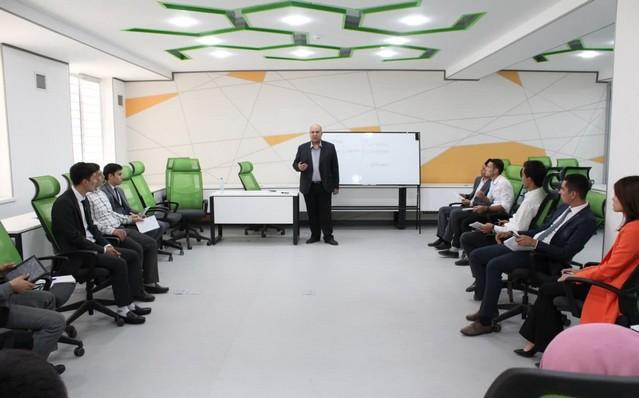 "Жиззахда ""Келажак лидерлари"" клуби аъзолари учун психологик семинар-тренинг ўтказилди"